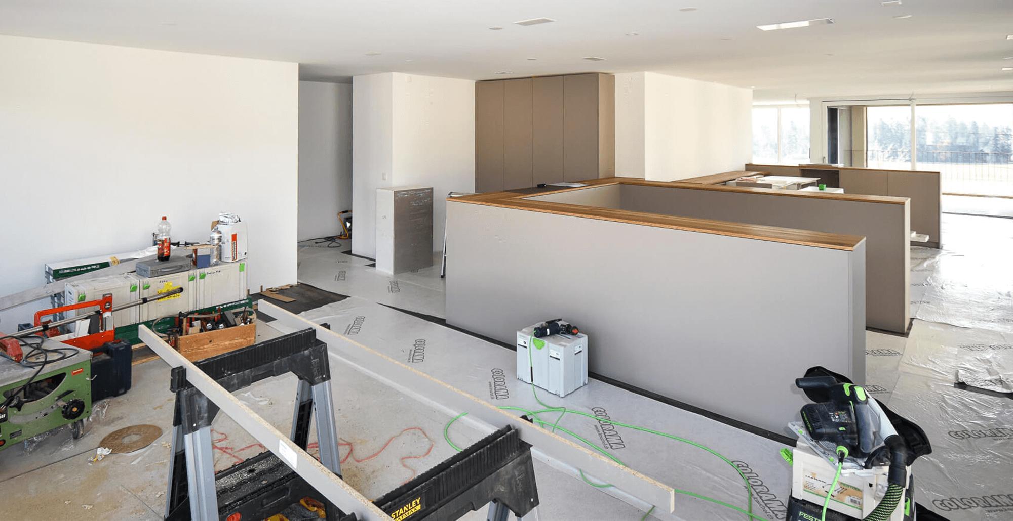 Neubau Überbauung Zentrum Sonne Rüfenacht. Baustellenupdate Büroräumlichkeiten, Küche und Bad